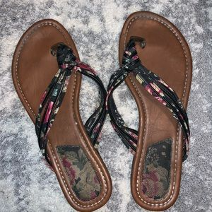 Great condition like new Kalli floral sandals